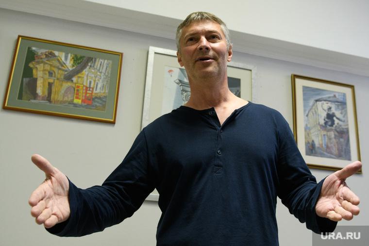 Комиссия по местному самоуправлению и внеочередное заседание гордумы Екатеринбурга, ройзман евгений, разводит руками