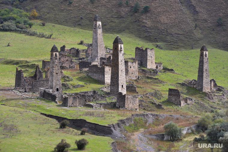 Ингушетия. Горы., боевые  башни, сторожевые, древнее поселение