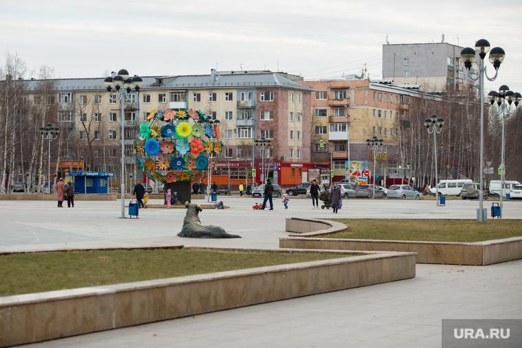 Виды города. Нижневартовск, город нижневартовск, площадь нефтяников