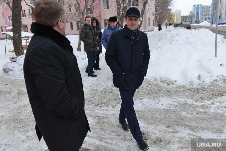 Уборка снега во дворах. Челябинск., параничев юрий
