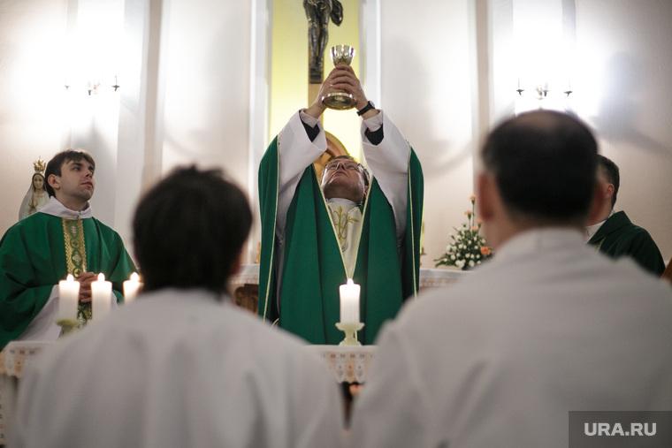 Визит Архиепископа Павла по случаю 25-летия возрождения деятельности прихода. Пермь, вера, католики, архиепископ павел