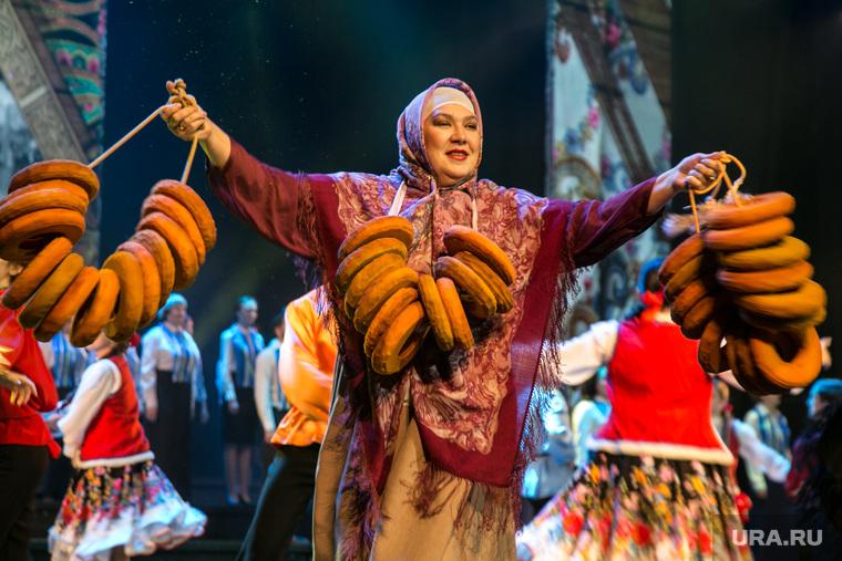 Александр Моор на праздновании 95-летия Тюменского района. Тюмень, калачи