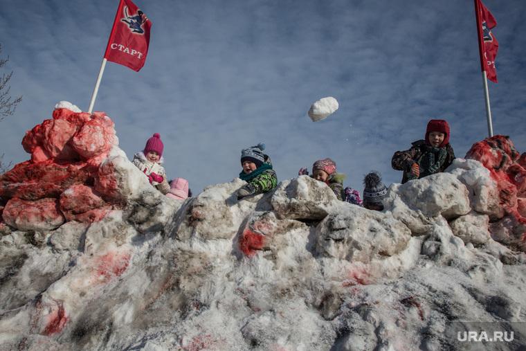 Масленица, попытка испечь трехметровый блин, Ялуторовск, снежная битва, снежки, дети, игра, праздник