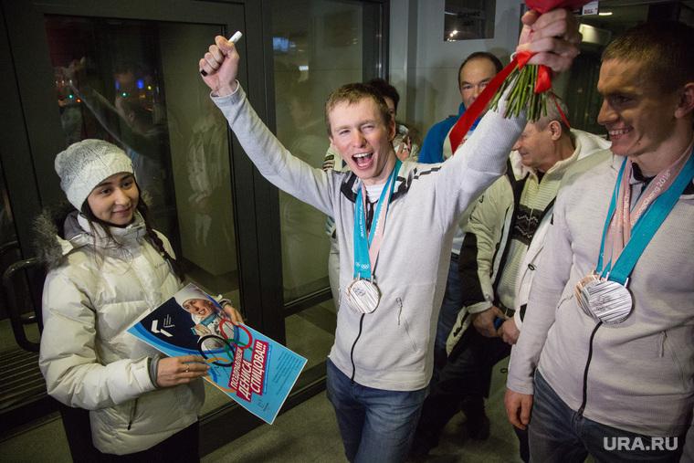 Встреча олимпийских медалистов Дениса Спицова и Александра Большунова в аэропорту, Тюмень, олимпийские медали, Спицов Денис, Большунов Александр