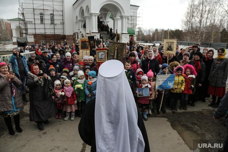 Освящение и установка колоколов в Благовещенском соборе, Тюмень, иконы, прихожане, дети, Благовещенский собор, православие, религия
