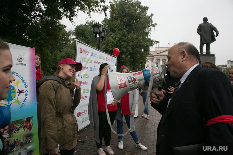 Митинг против пенсионной реформы, Тюмень, памятник Ленину, мегафон, громкоговоритель, Черепанов, коммунисты