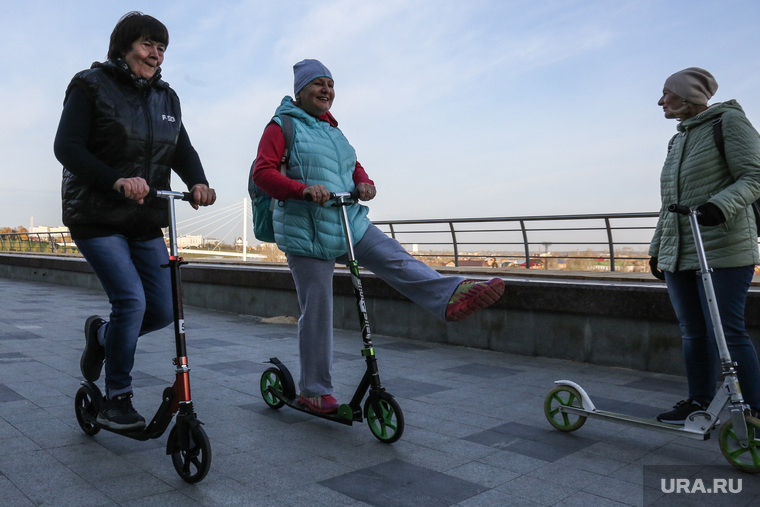 Экскурсия на самокатах для пенсионеров, Тюмень, пенсионеры, самокаты, возраст