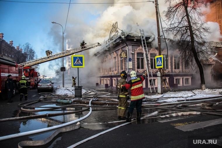Памятник архитектуры на ул. Семакова, 8, Тюмень, пожар, пожарные, МЧС, архитектура, дом