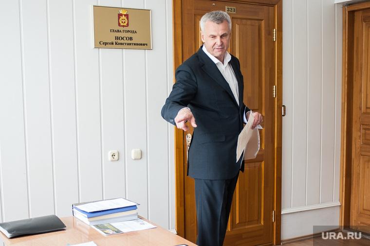Визит врио губернатора Магаданской области Сергея Носова в Нижний Тагил. Свердловская область, носов сергей, жест рукой