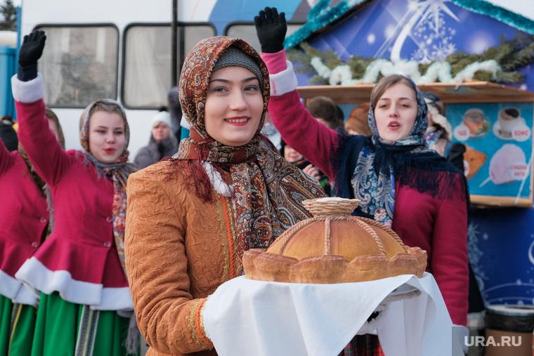 Фестиваль самодеятельного народного творчества «Зауральские колядки». Курган, каравай, хлеб соль