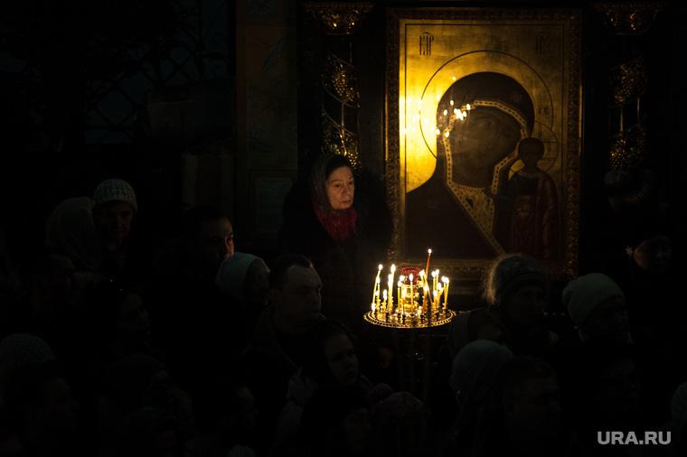 Празднование Рождества Христова в Свято-Троицком кафедральном соборе. Екатеринбург, церковь, вера, прихожане, икона божией матери, православие