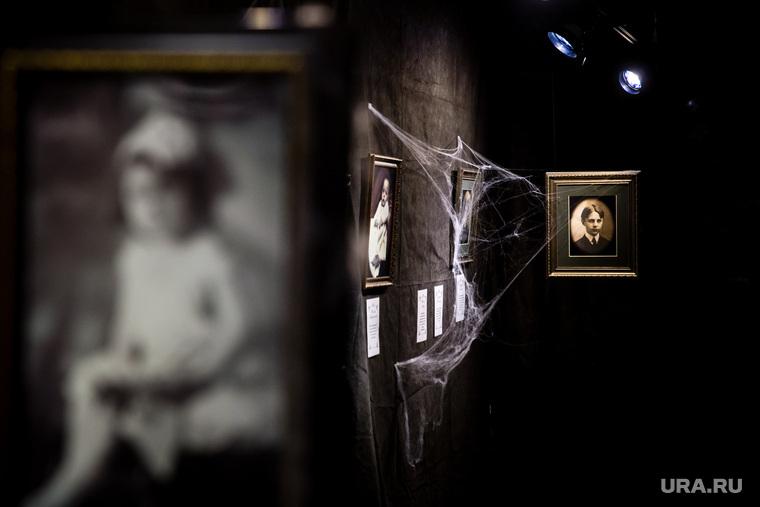 «Призрачные воспоминания» — цикл стереопортретов американского фотохудожника Эдварда Аллена. Сургут