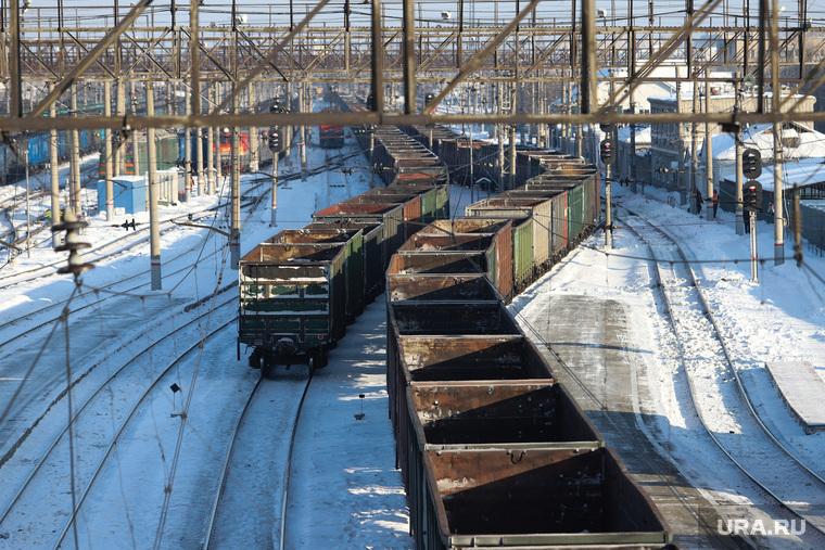 Железнодорожный вокзал. Курган, вагоны, пустые вагоны