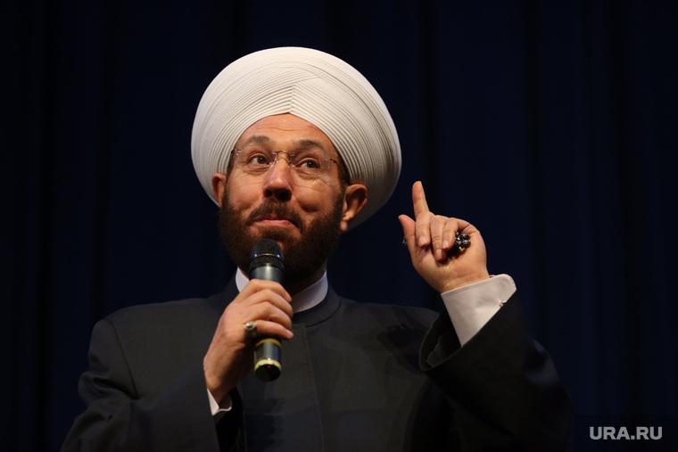 Визит в Югру Верховного муфтия Сирии Ахмада Бадр эд-Дин Хассуна, Сургут, указательный палец вверх, ахмад бадр эд-дин хассун