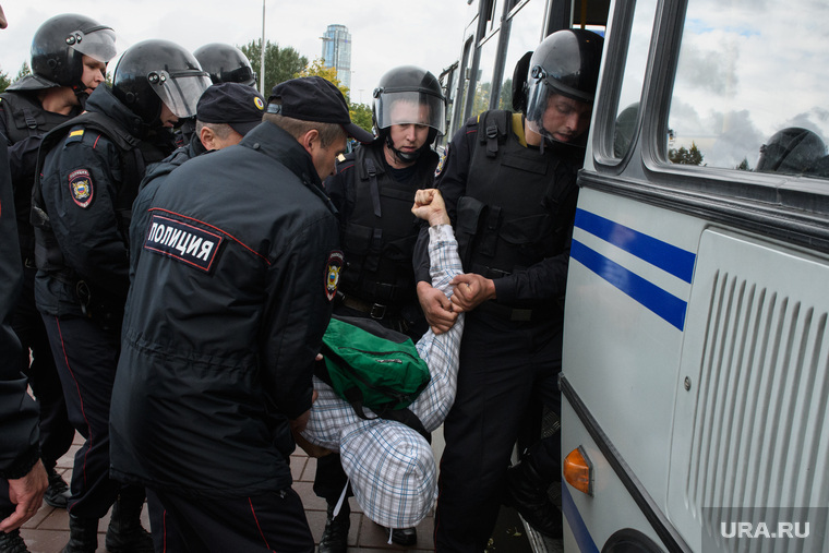 Задержания участников митинга против пенсионной реформы в Екатеринбурге