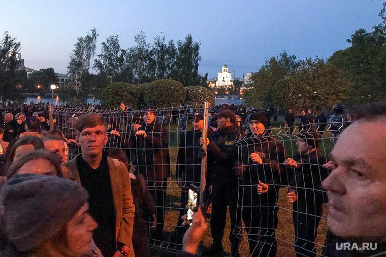 Акция против строительства собора святой Екатерины на территории сквера у Театра драмы (НЕОБРАБОТАННЫЕ). Екатеринбург