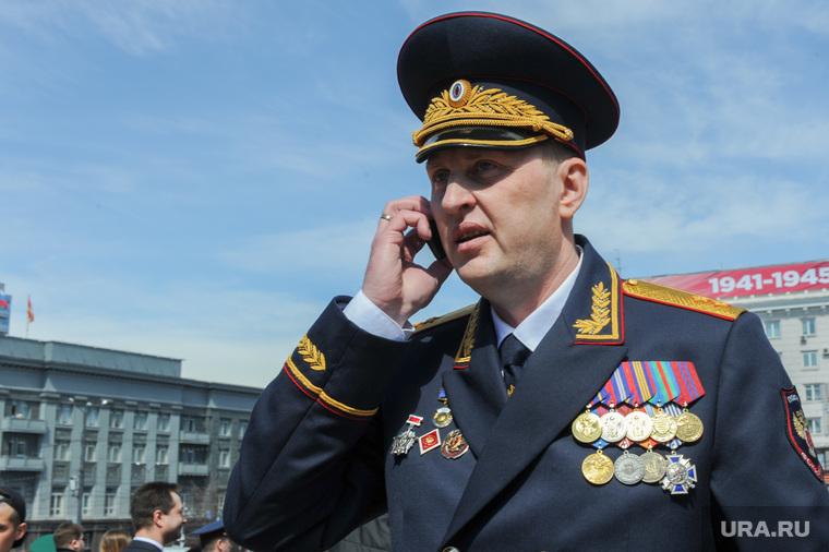 Парад Победы, торжественное построение на Площади революции. Челябинск