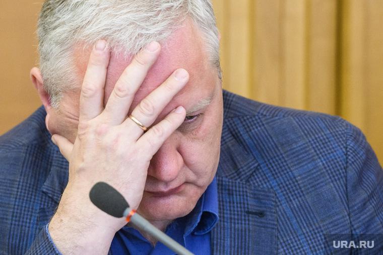 Восьмой день протестов против строительства храма Св. Екатерины в сквере около драмтеатра - заседание гордумы, обсуждение протестов. Екатеринбург
