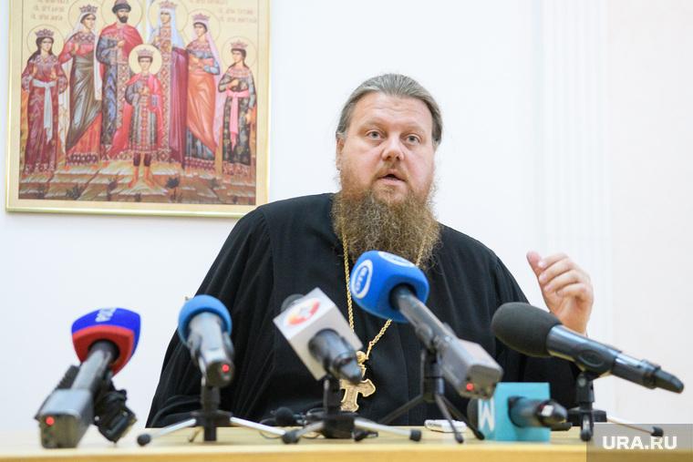 Брифинг Максима Миняйло на второй день протестов против строительства храма Св. Екатерины в сквере около драмтеатра. Екатеринбург