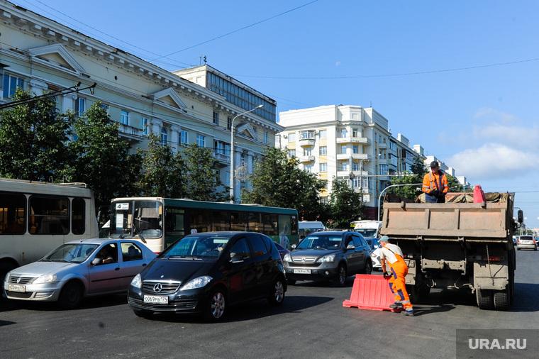Пробка из-за ремонта дороги на проспекте Ленина. Челябинск