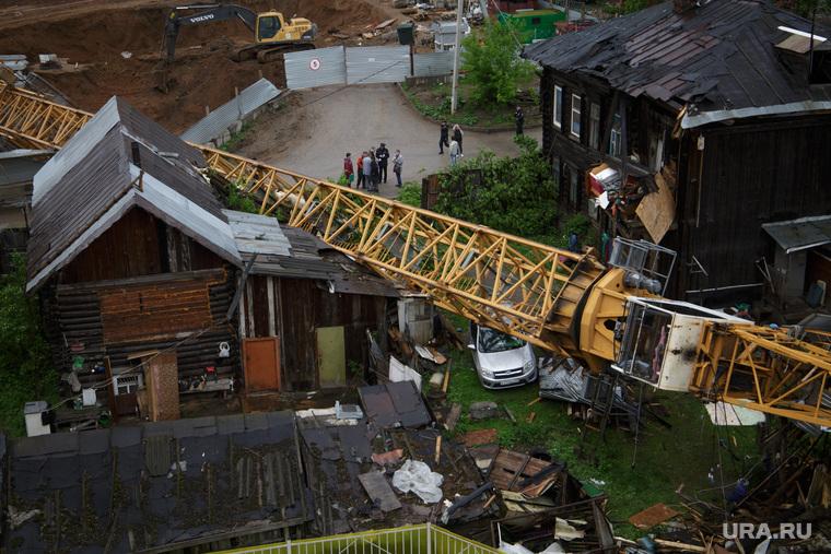 Падение строительного крана на улице Решетникова 17. Пермь