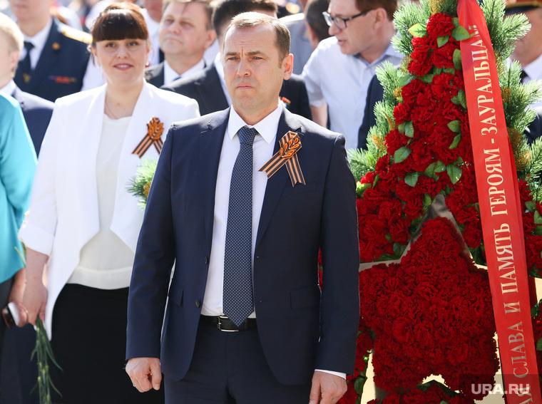 Возложение цветов к вечному огню и памятнику погибшим в ВОВ. Курган