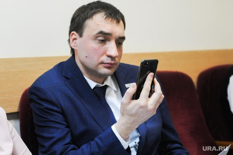Суд между омбудсменом Шарпиловым и его женой из-за детей. Челябинск