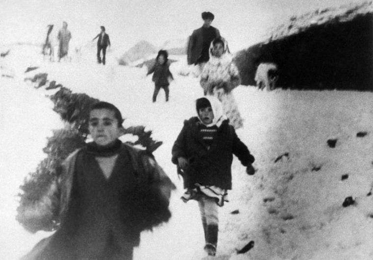 Армяно-Азербайджанский конфликт, 1989 год. Нагорный Карабах. Азербайджанские беженцы из армянского села.ТАСС