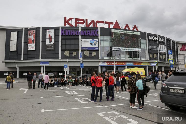 """Эвакуация торгово-развлекательного центра """"Кристалл"""". Тюмень"""