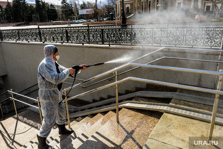 Санитарная обработка подземного перехода. Челябинск