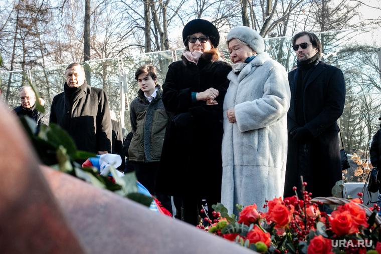 Наина Ельцина на Новодевичьем кладбище. Москва