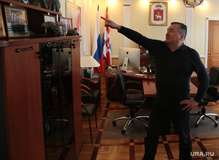 Председатель Законодательного Собрания Пермского края Валерий Сухих во время интервью. Пермь