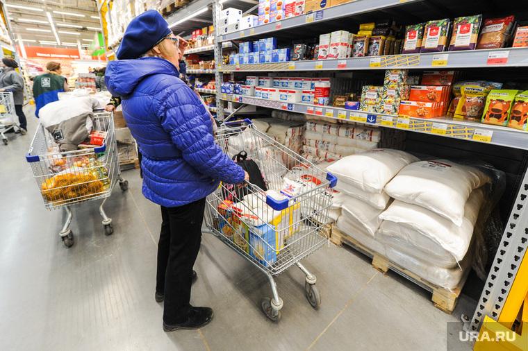 Ситуация в супермаркете Лента на фоне ажиотажа связанного с эпидемией коронавируса. Челябинск