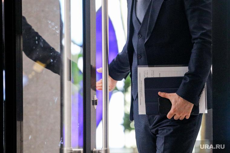 Чиновник, бизнесмен, портфель. Москва