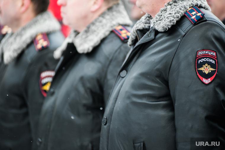 Вручение свердловским полицейским ключей от новых автомобилей. Екатеринбург
