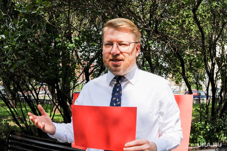 Пикет партии Яблоко на Аллее Славы возле правительства Челябинской области. Челябинск