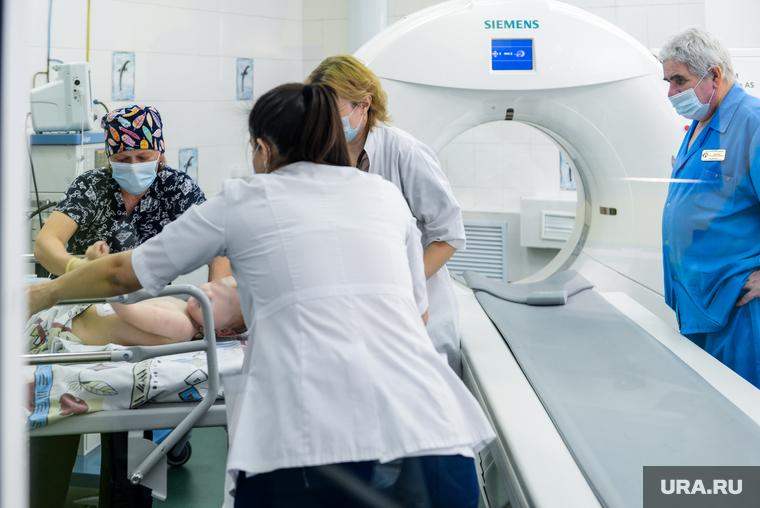 Ирина Текслер передала в детскую больницу наборы для экспресс-тестирования на выявление антигена коронавируса. Челябинск
