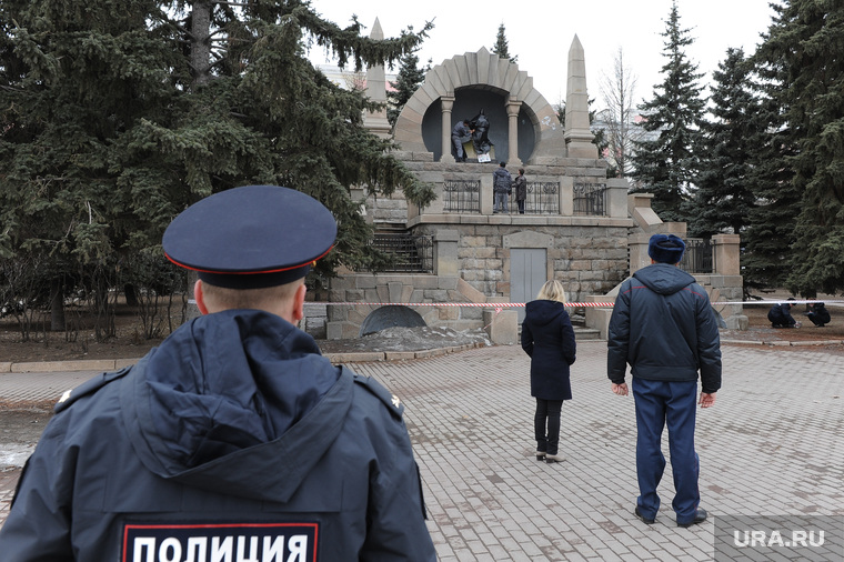 Ленин на Алом поле. Челябинск., ленин, полиция