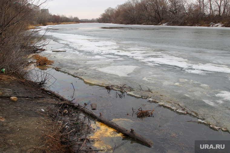 Река Тобол-нефтяное пятно Курган, река тобол, нефтяное пятно