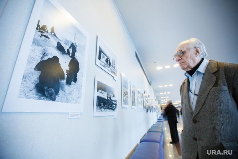 Фотовыставка «Триумф и трагедия» в ккт Космос. Екатеринбург, фотовыставка