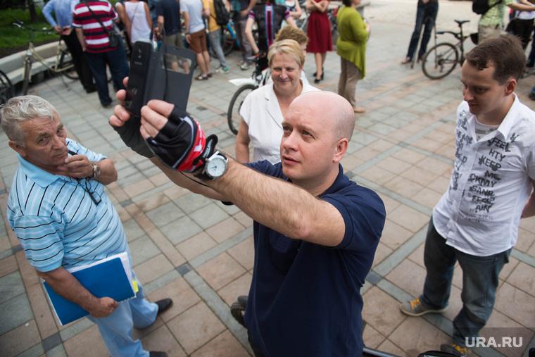 Велосипедисты у администрации Екатеринбурга, свалов егор