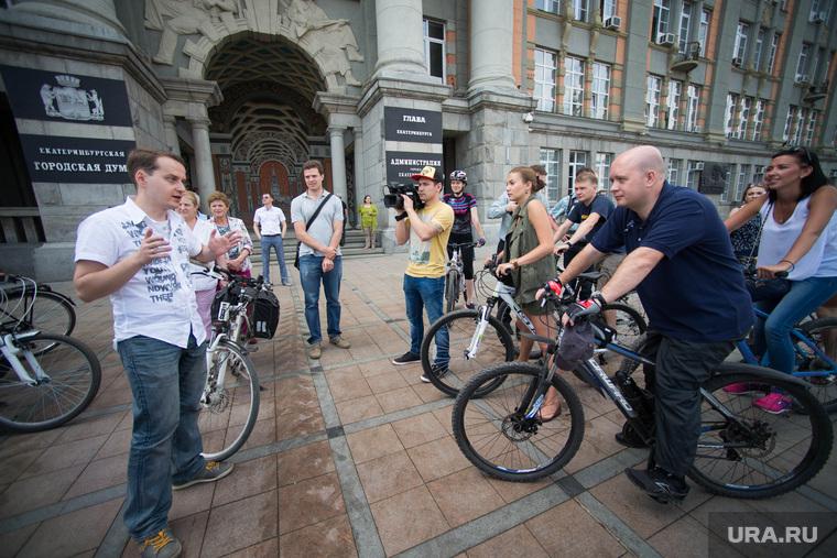 Велосипедисты у администрации Екатеринбурга