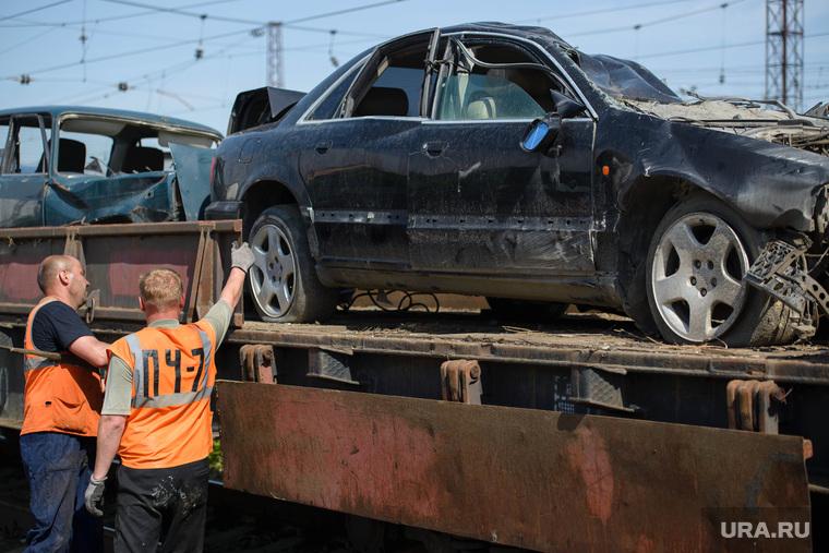 Агитпоезд РЖД по безопасности на железнодорожных переездах. Екатеринбург, разбитые машины