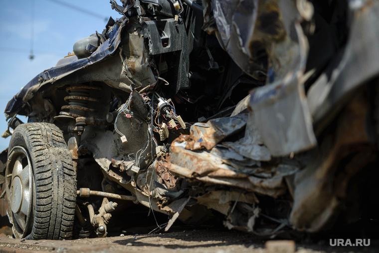 Агитпоезд РЖД по безопасности на железнодорожных переездах. Екатеринбург, дтп, авария, разбитая машина, металлолом