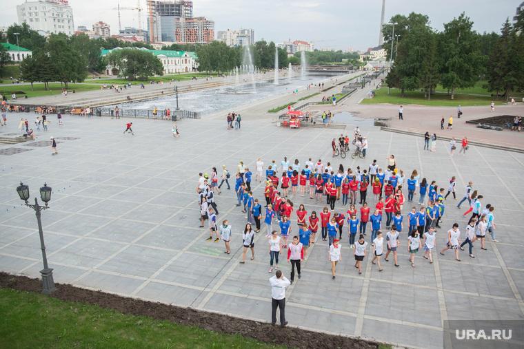 Сердце-триколор на Плотинке. Екатеринбург