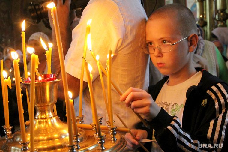 Встреча чудотворной Югской иконы Курган, ребенок в церкви