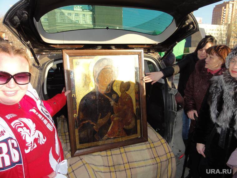Мария Ципко с иконой в Донецке, ципко мария, тихвинская икона божьей матери
