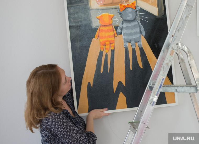 Подготовка выставки работ Васи Ложкина в Галерее современного искусства. Екатеринбург, вася ложкин, хотинова екатерина