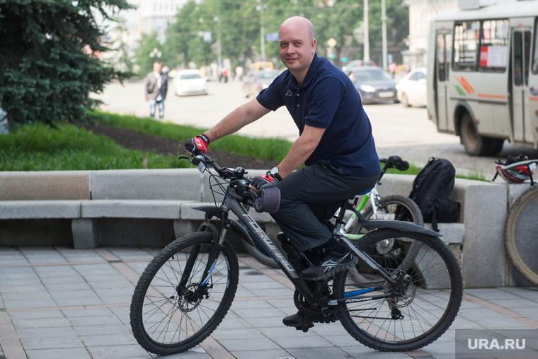 Велосипедисты у администрации Екатеринбурга, велосипедист, свалов егор