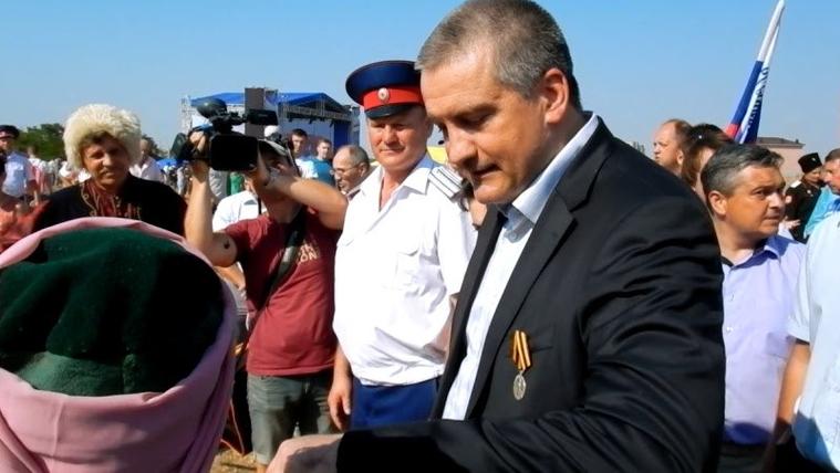 Глава Крыма Сергей Аксенов и британский журналист Грэм Филлипс , аксенов сергей